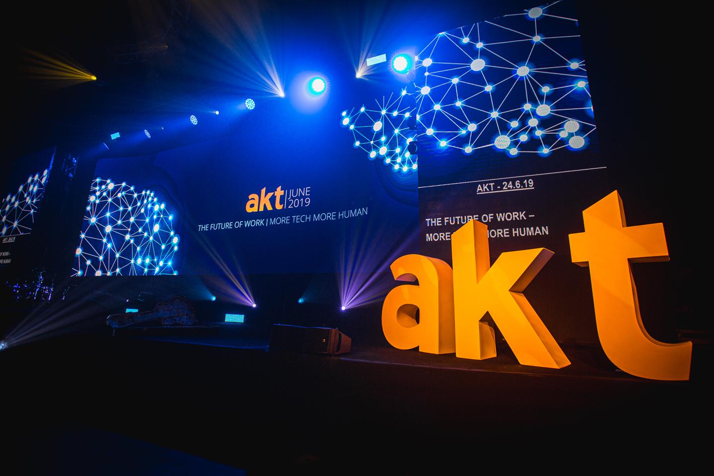AKT-7957